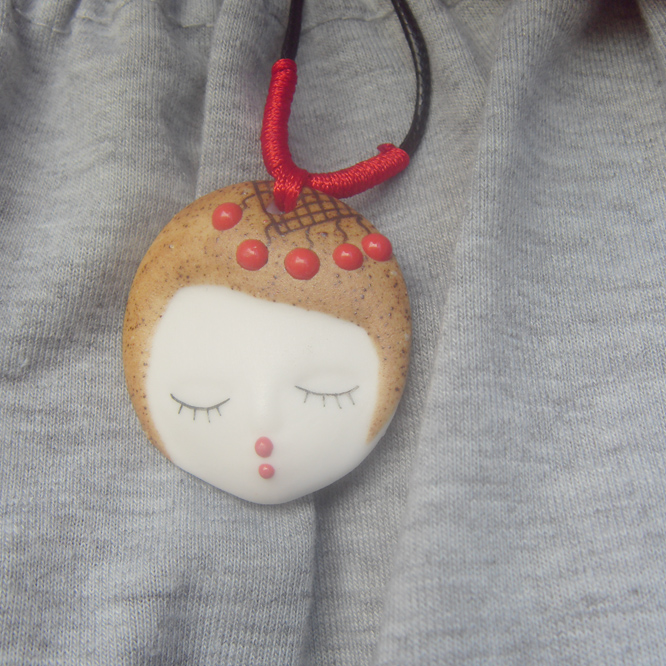 Miracle jewelry house Jingdezhen hand painted eyelash retro / ancient beauty face Necklace