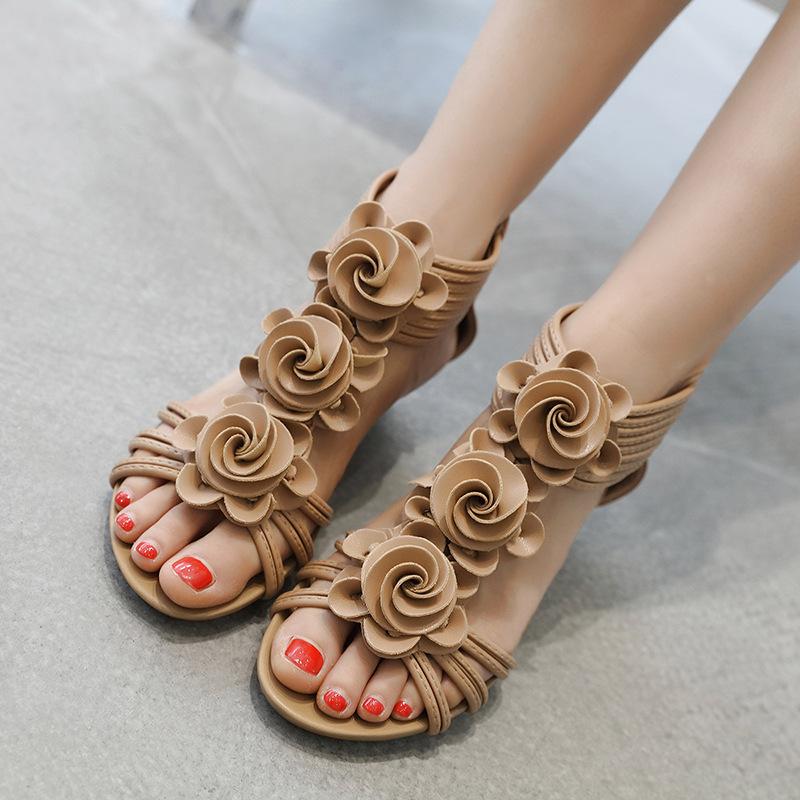 2020流行坡跟女鞋花朵中跟罗马风格夏季时尚女士大码凉鞋外穿胖脚