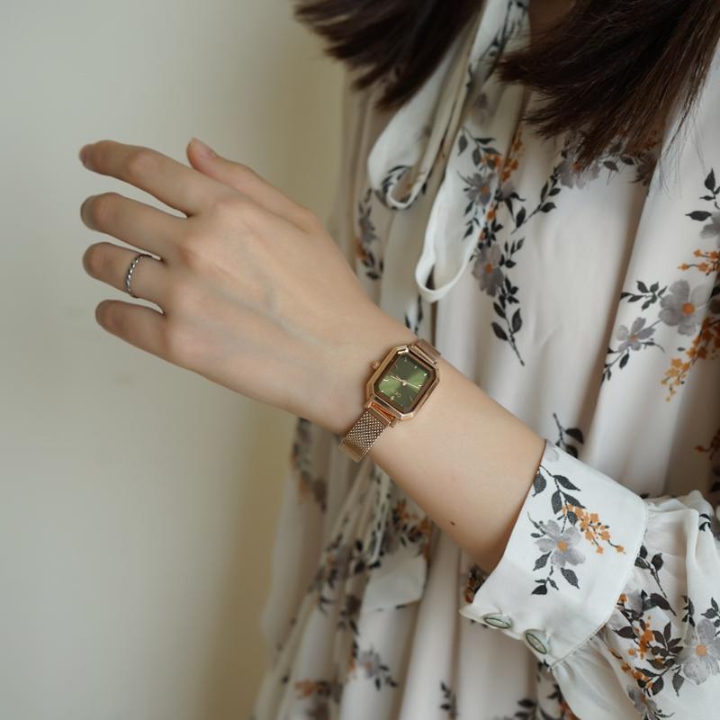 伴朵长方形手表女简约学生森系防水细带小巧气质文艺复古女士手表