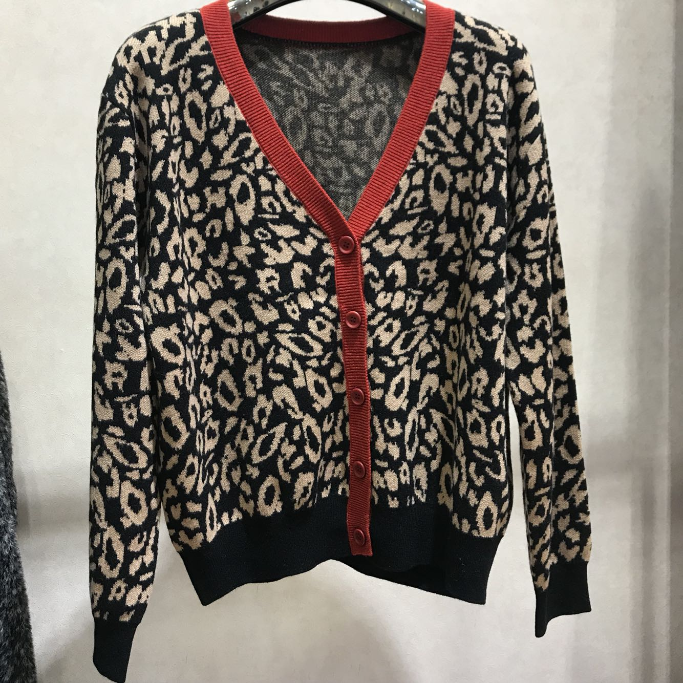 2020 spring new V-neck contrast long sleeve single breasted leopard wool knitted cardigan loose coat young woman