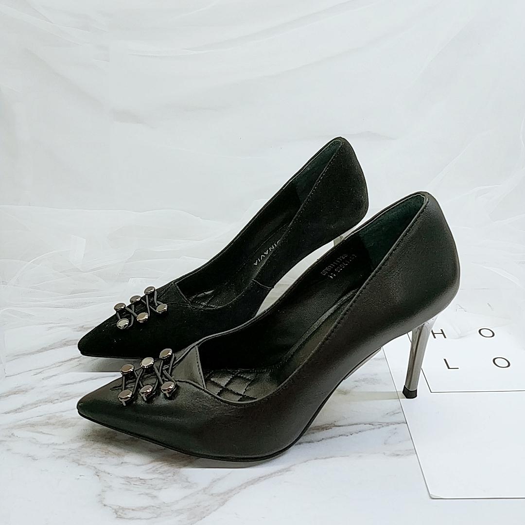 18秋季新品商场品牌撤柜真皮铆钉尖头浅口细高跟单鞋女DF83111728