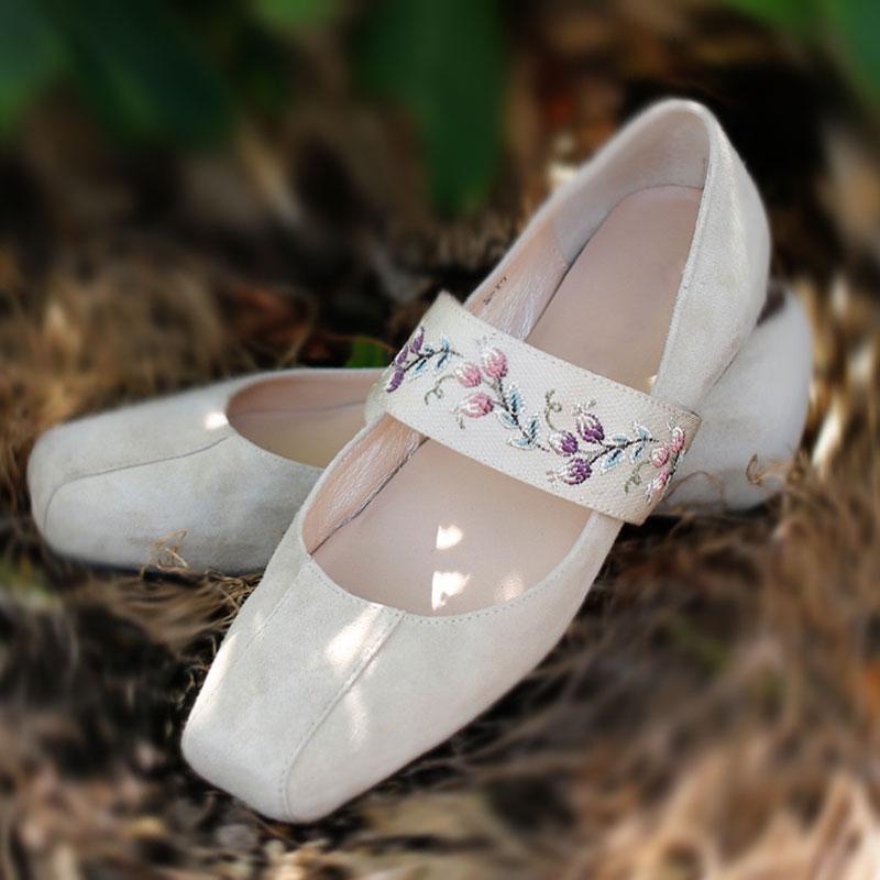 2021春夏新款民族风复古绣花鞋平底单鞋米色裸色方头芭蕾舞鞋女