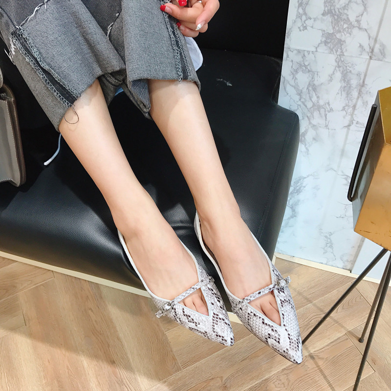 One word buckle flat heel womens single shoes with shallow snake pattern V-shaped mouth womens low top flat shoes with embossed pattern ol street new products