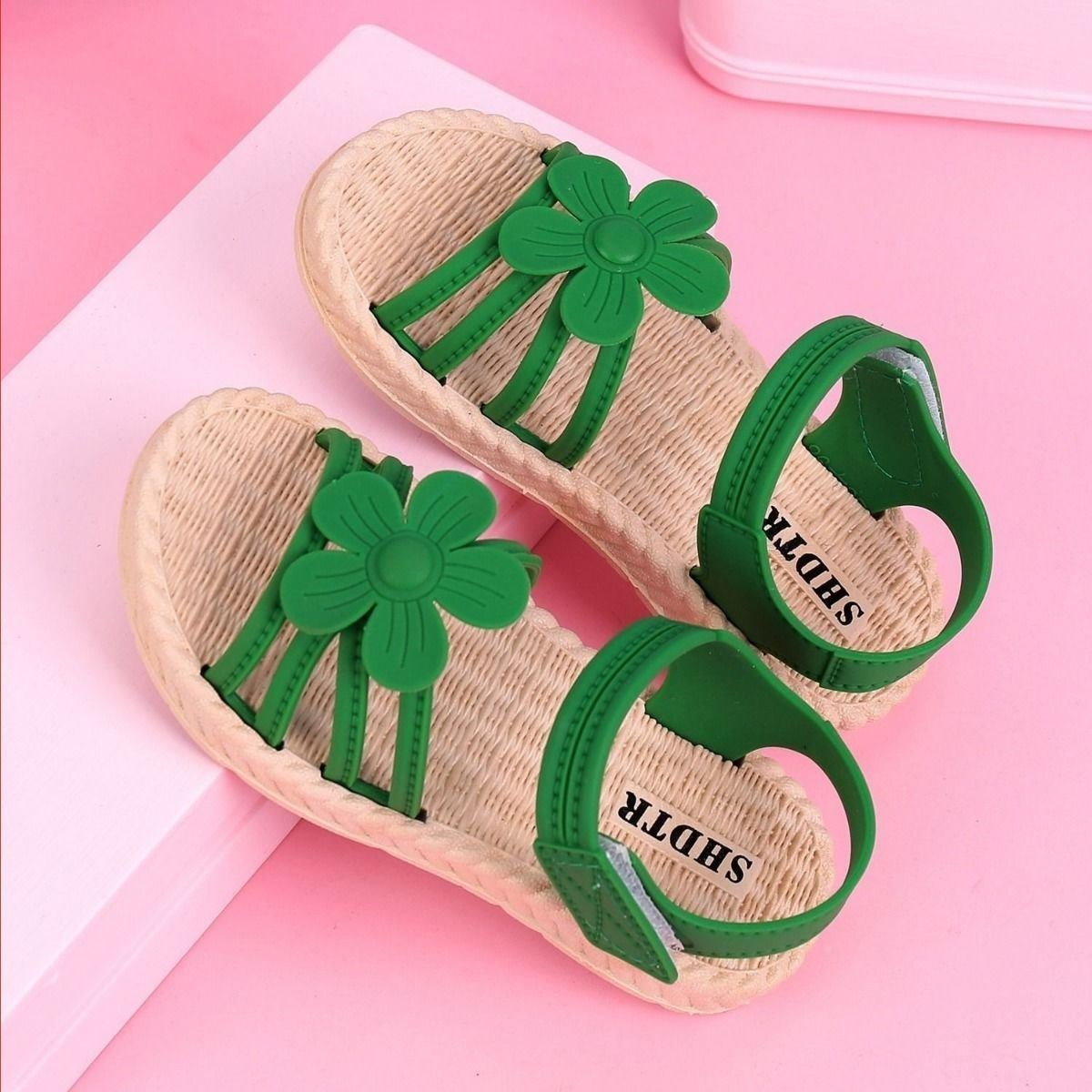 Sweet middle school children keep pace with the outdoor trend. Girls sandals 2020 new style 8-year-old childrens easy to wear