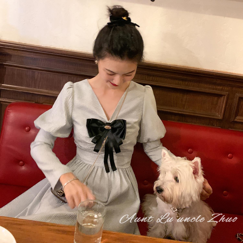鹿阿姨卓叔叔◆法式复古v领显瘦减龄蓝色连衣裙洋气泡泡长袖2020图片