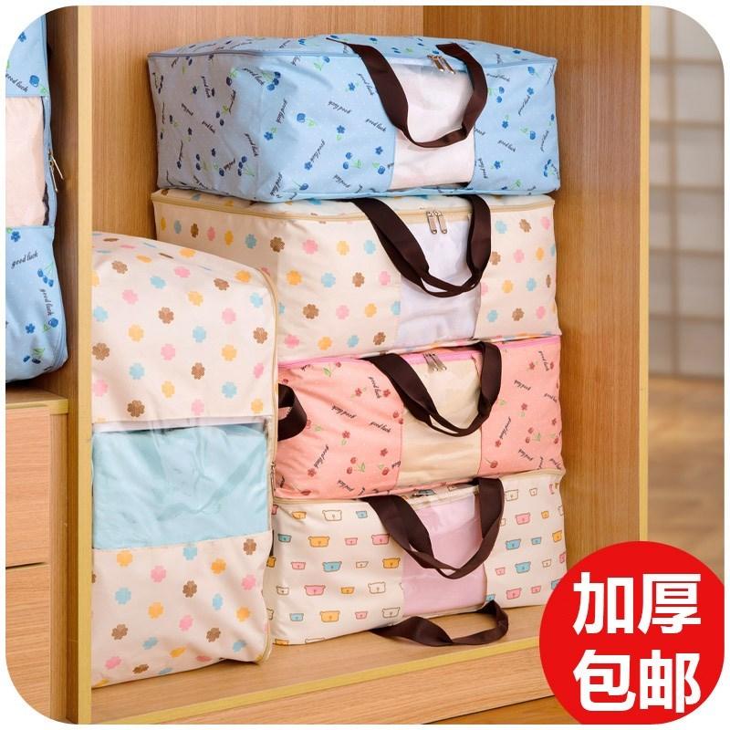 綿布団の袋を大規模に包装し、荷物を服の収納袋に入れます。防湿特大号引越し整理箱の衣類です。