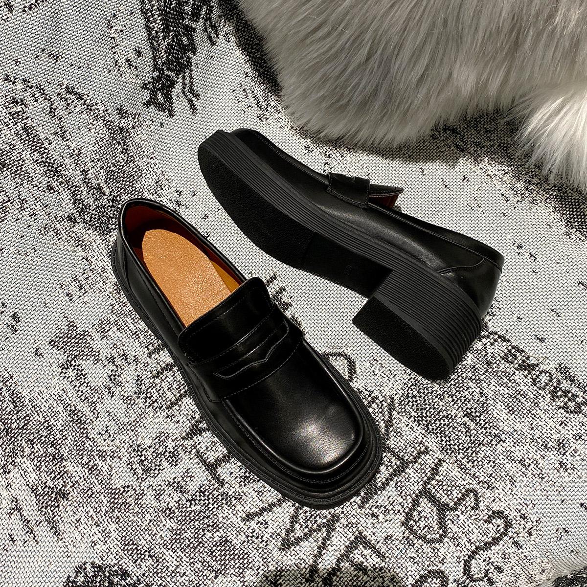 2020春季新款厚底乐福鞋子 配纯色长袜超级好看