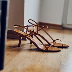 猫跟细带法式凉鞋仙女风2021夏新款网红细跟高跟鞋一字带