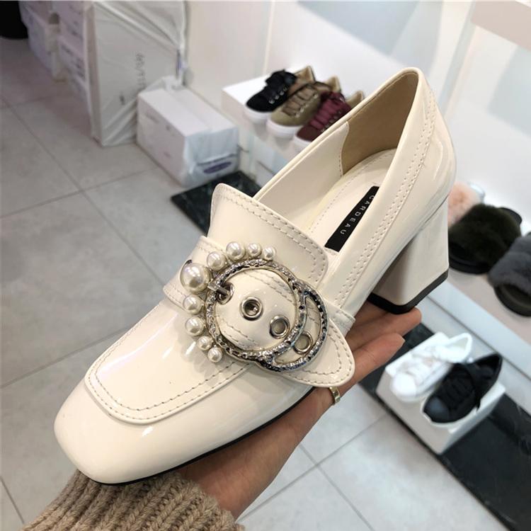 韩国19春新单鞋女鞋ifashion方头珍珠皮带扣套脚漆皮亮面粗高跟鞋