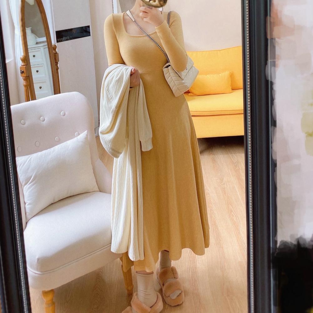 Momowoai温柔风米黄方领高腰连衣裙秋冬内搭气质设计感小众打底