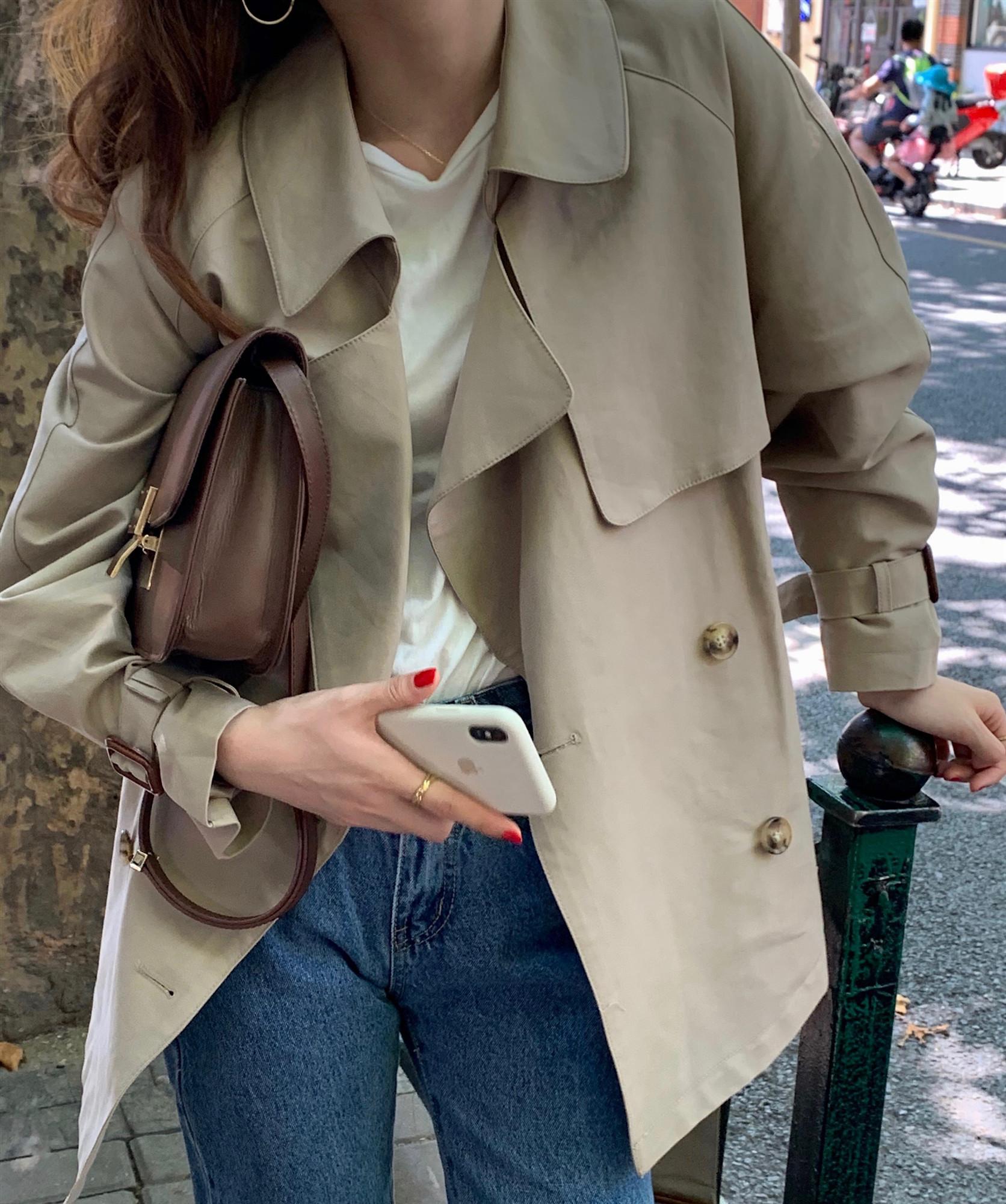 推薦ins人氣秋季新品復古英倫風洋氣時髦短款雙排扣系帶風衣外套