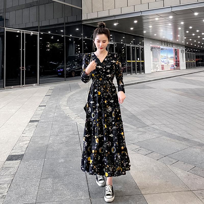 秋款长袖连衣裙女2020年新款星球印花设计感气质秋装收腰显瘦长裙