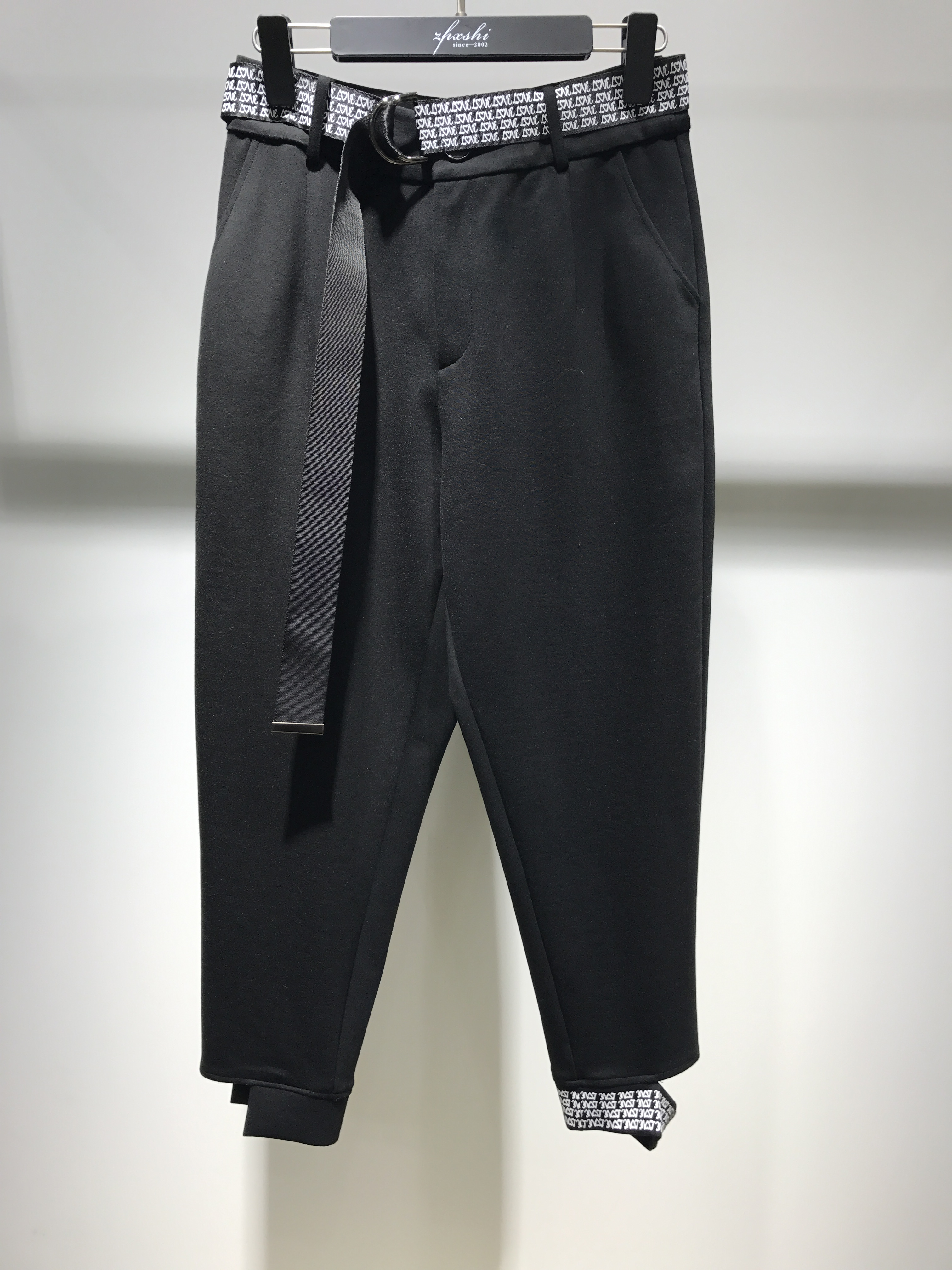 品牌精品女装,潮流款裤子