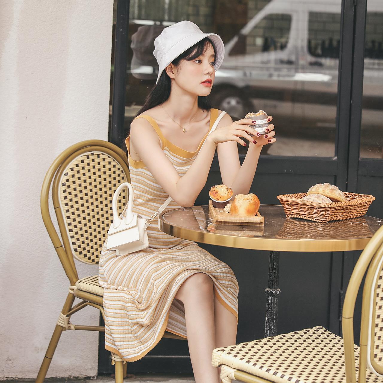 港味挂脖吊带连衣裙2019夏季新款女法式复古高腰条纹小清新中长裙