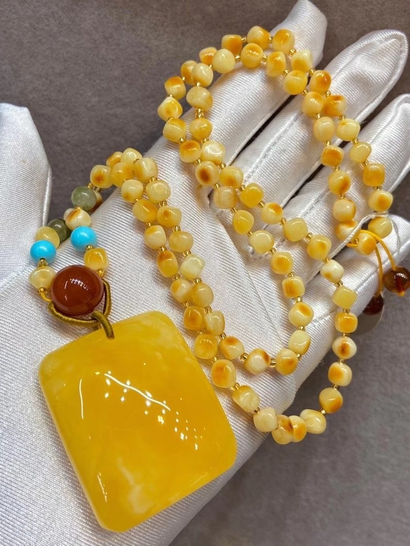Pure natural amber beeswax Pendant Necklace Pendant female jewelry gift fidelity certificate package peace card