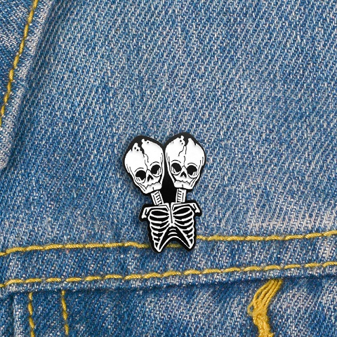 Fashionable and creative white double head skull Metal Enamel Brooch Gothic clothing backpack badge ornament