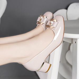 百丽纯爱新款真皮粗跟女单鞋大码高跟蝴蝶结漆皮圆头皮鞋女4