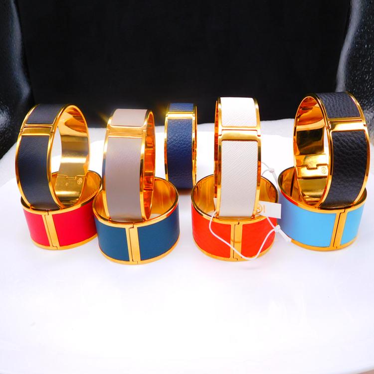 金色の多色の真皮の個性は独特で美しくてファッション的な女性の腕輪です。