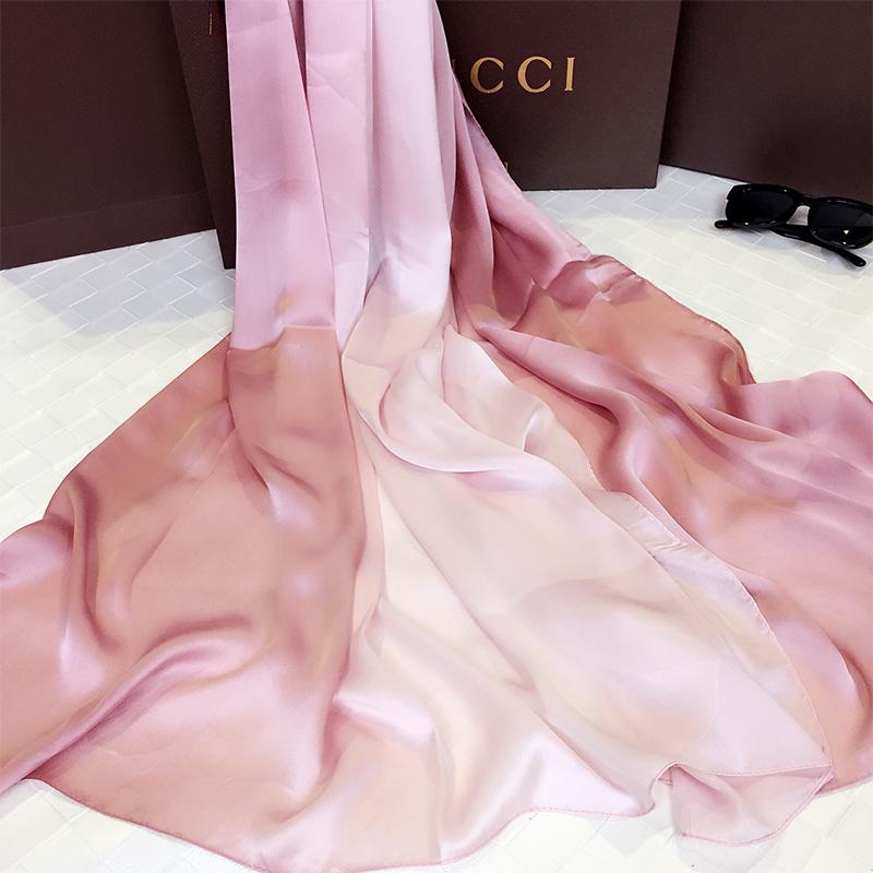 春秋围巾女士长款披肩两用韩版渐变色丝巾百搭夏季学生沙滩巾防晒