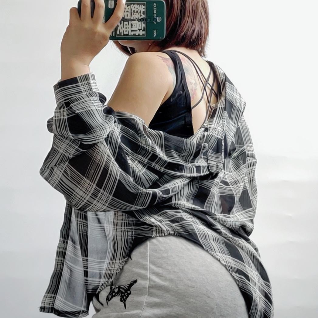 刘漂亮微胖女生穿搭大码女装欧美辣妹休闲运动裤防晒衫格子上衣