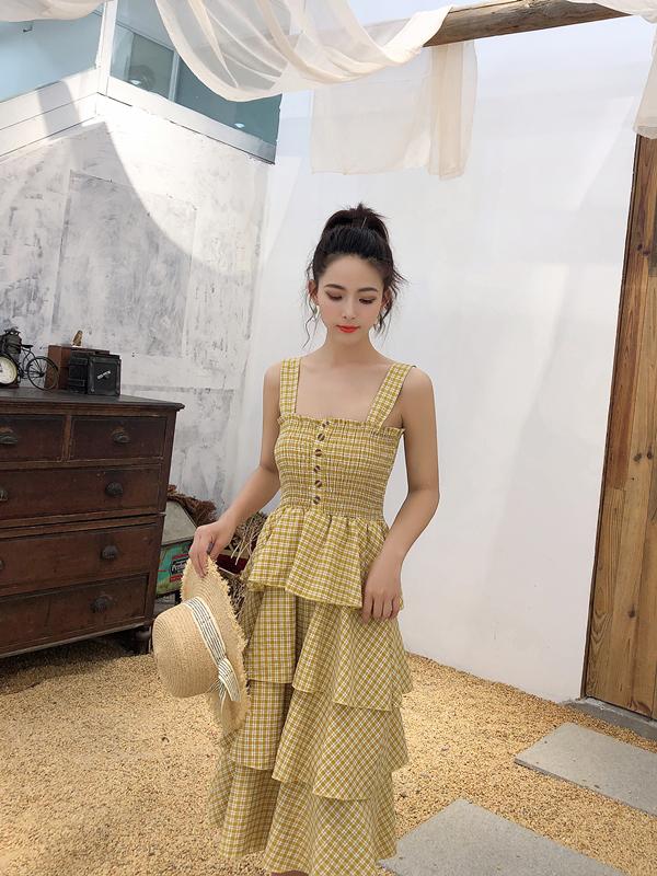 吊帶連衣裙2019夏季新款韓版壓褶木耳邊修身高腰中長款蛋糕裙格子