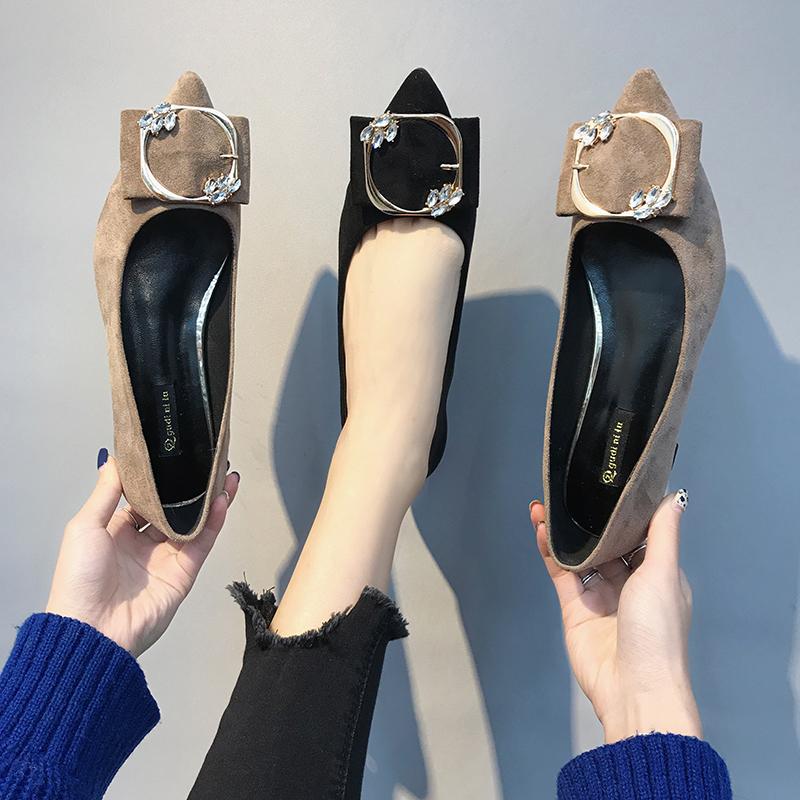 尖头高跟鞋女春秋季2019新款黑色水钻粗跟浅口方扣职业工作单鞋子