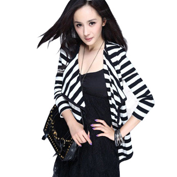 Spring and autumn Korean slim fit long sleeve thin coat, black and white stripes, womens air conditioning shirt, sun proof clothes and cardigan shawl