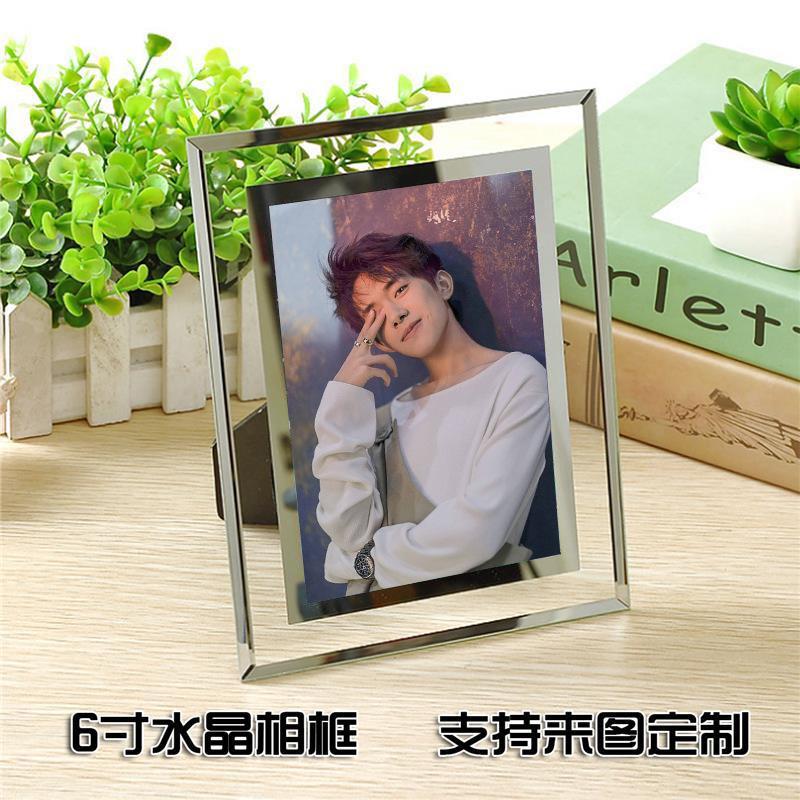 易?千璽tfboys王俊凱王源の周辺水晶の額縁は台の写真の誕生日の贈り物を並べます。
