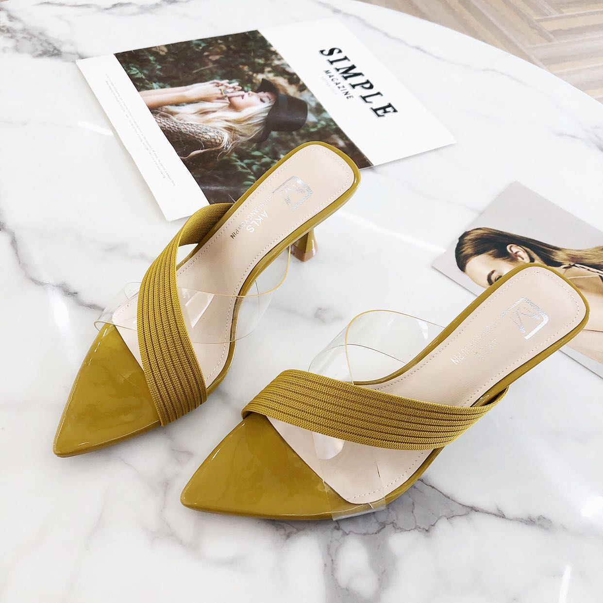 In summer 2020, akalisas pointed transparent rubber knitted surface is stitched to wear thin heeled sandals and medium heeled sandals for women