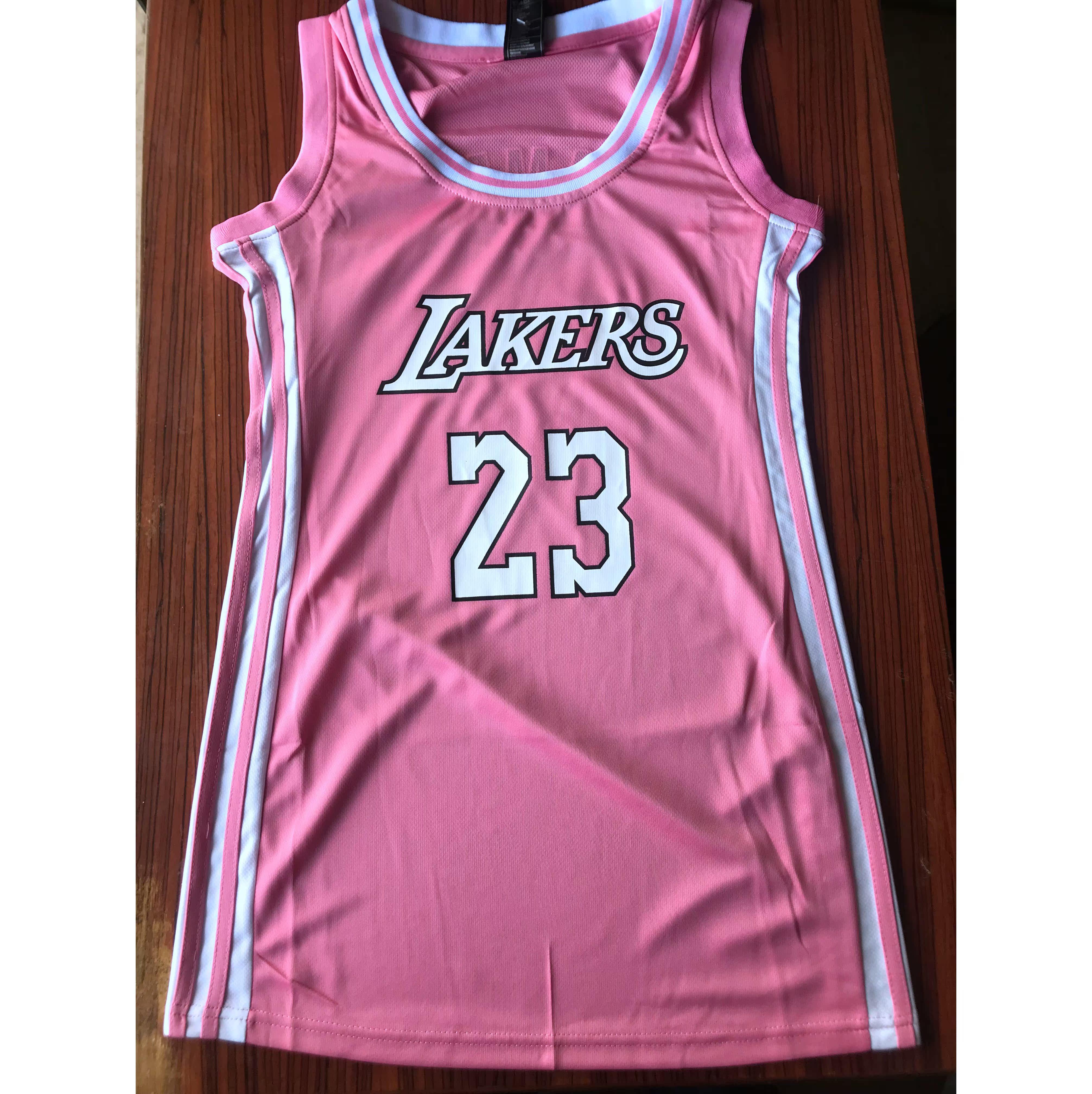 88.00元包邮队23号詹姆斯女生修身性感篮球服