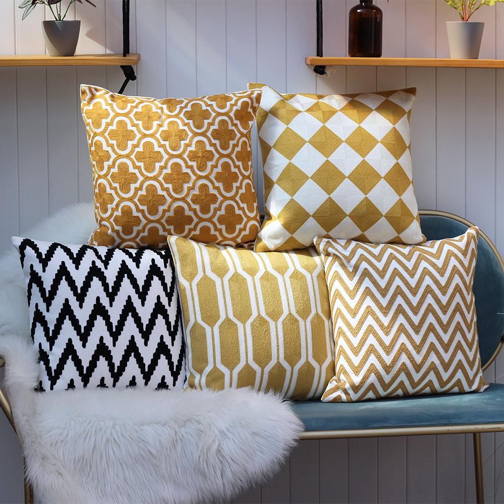 25.00元包邮黑白格子北欧简约现代几何图形抱枕刺绣花沙发靠枕靠垫午睡枕抱枕