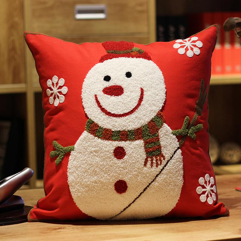 有赠品刺绣圣诞节礼物靠枕可爱卡通抱枕