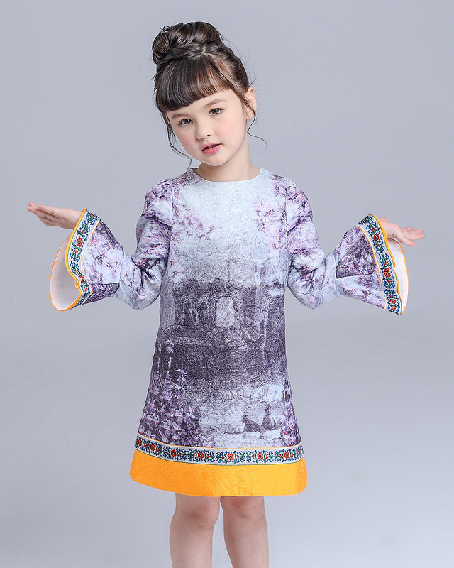 Autumn and winter fashion show catapults models children's fashion girl cute ink princess dress dress on behalf of a gen