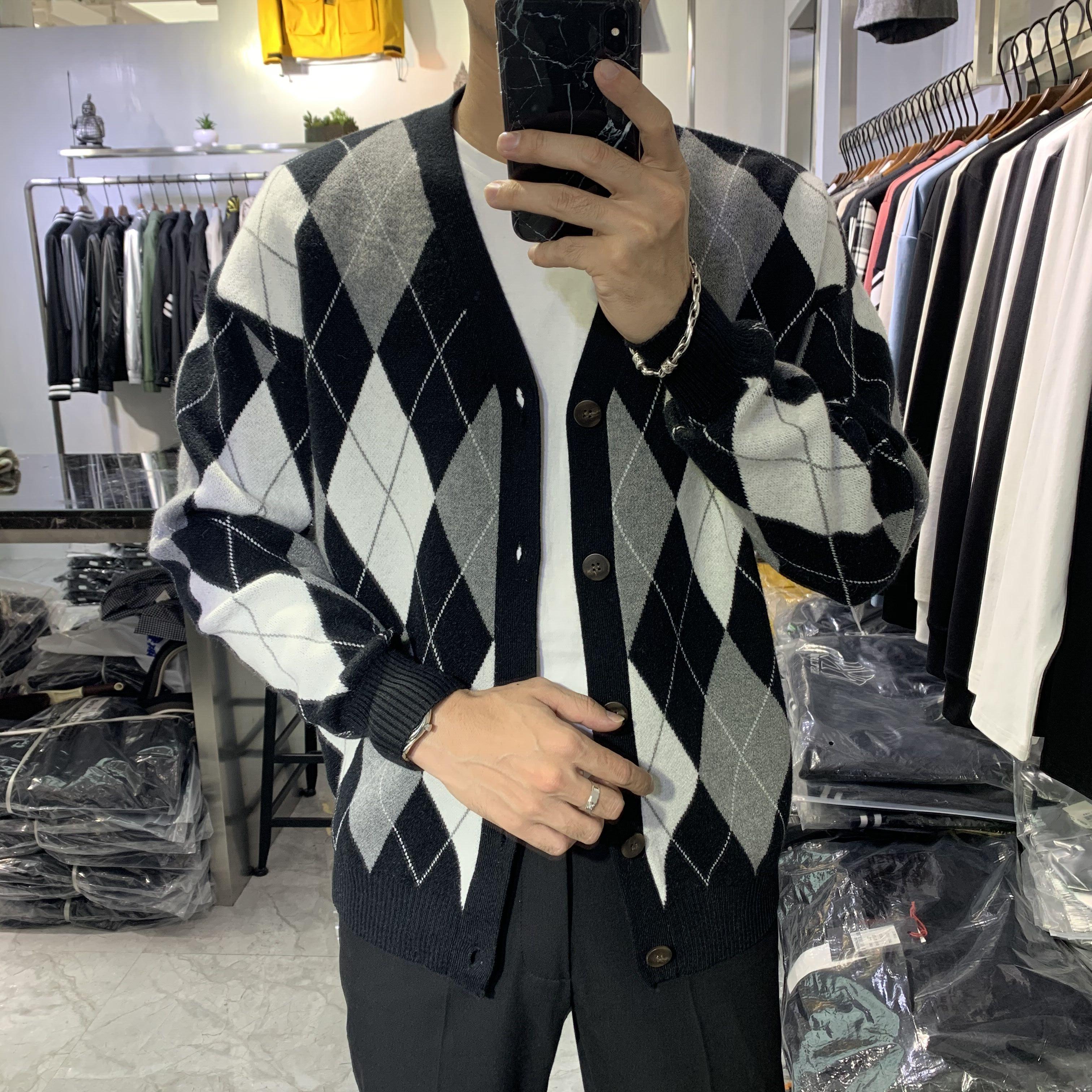 2019冬季新韩版男士针织衫外套加厚毛衣男青年英伦菱形格子开衫潮