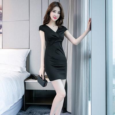 气质女人味打底连衣裙2019新款性感显瘦包臀职业OLV领黑色短裙子