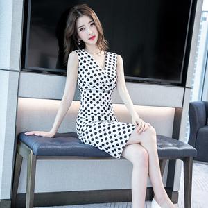 白色波点连衣裙2020新款夏季中长款V领无袖气质修身包臀裙子女装