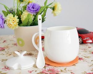 简约骨质瓷马克杯喝水杯子家用纯白咖啡杯微波炉陶瓷牛奶杯带盖勺