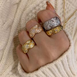 品质控入 王炸推荐! 经典法式时髦欧美潮时尚波浪格子镶钻戒指环