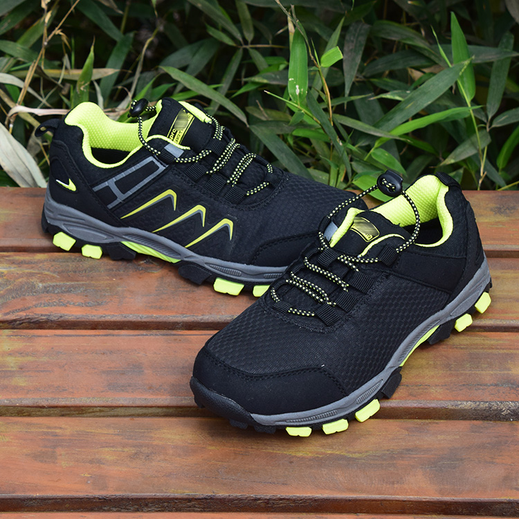 Spring and autumn childrens low top breathable travel shoes sports running shoes traveling mens mountaineering shoes hiking shoes non slip rubber shoes