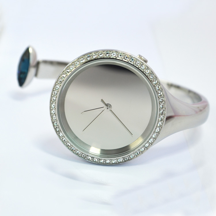 Womens junior middle school bracelet is small, fresh and simple, and the students are small and tiktok.