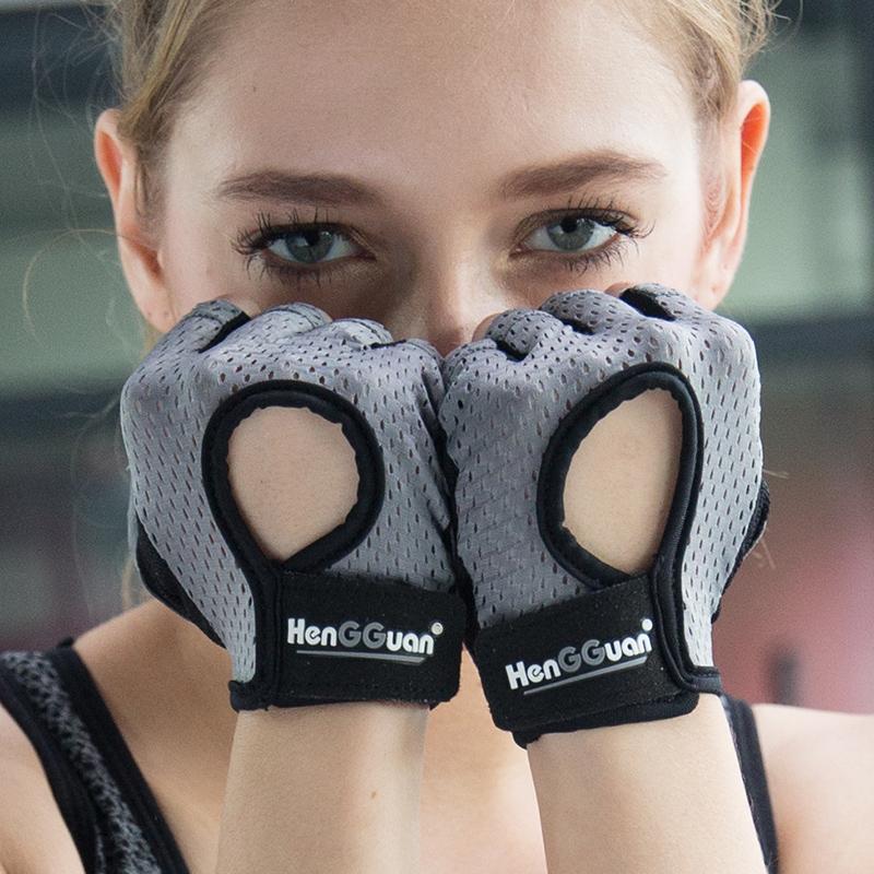 Лето фитнес перчатки мужчина воздухопроницаемый женщина движение перчатки скольжение запястье гантель устройство оружие обучение половина пальца тонкая модель пригодный для носки