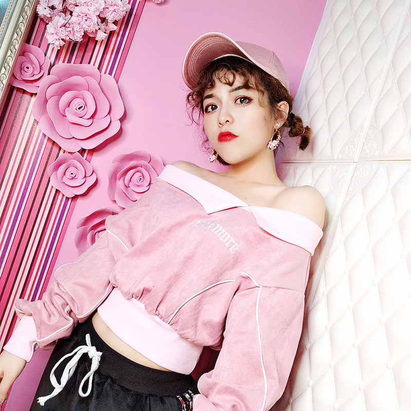Short open navel top female sexy care machine off shoulder autumn and winter new irregular shoulder Lapel fashion brand sweater