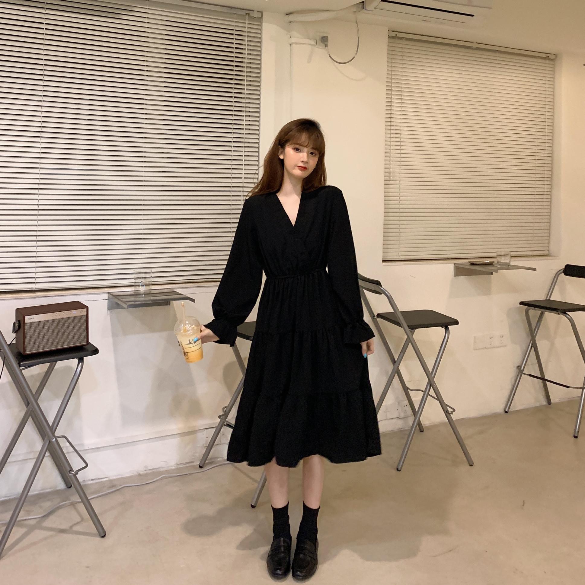 大码女装胖mm新款洋气显瘦遮肚减龄连衣裙v领赫本风裙子秋季黑色图片