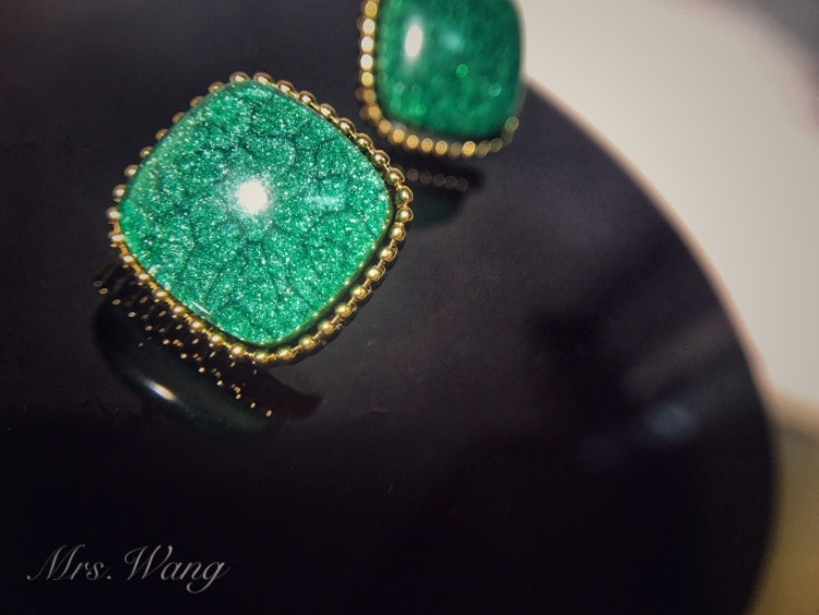 Mrs. Wang returns to 90s Hong Kong Style S925 silver needle retro dark green grandmother green gem Earrings