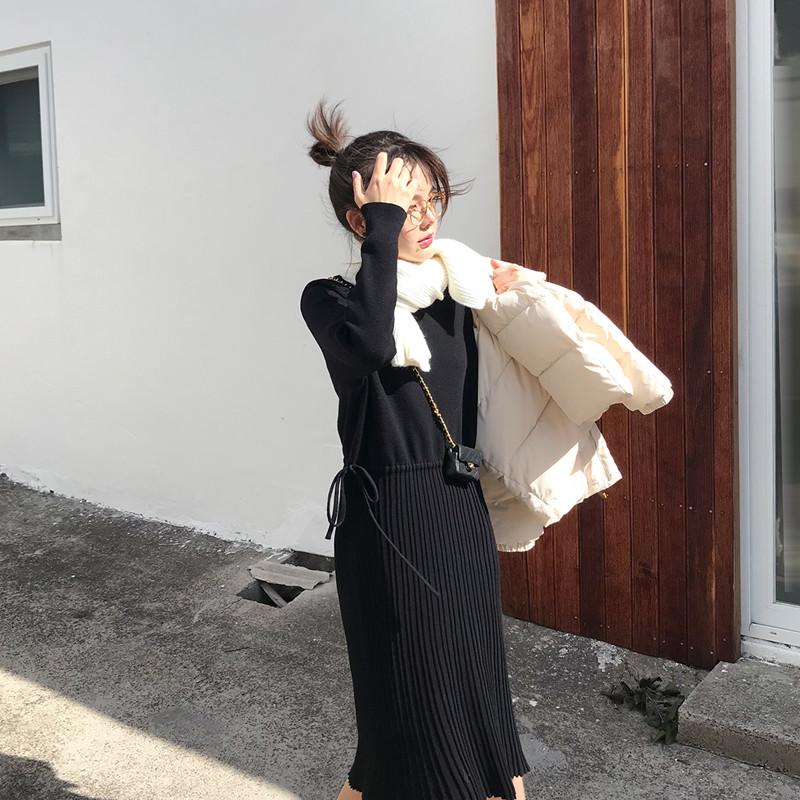 花栗鼠小姐 和所有外套都配一脸 百褶抽绳半高领打底针织连衣裙