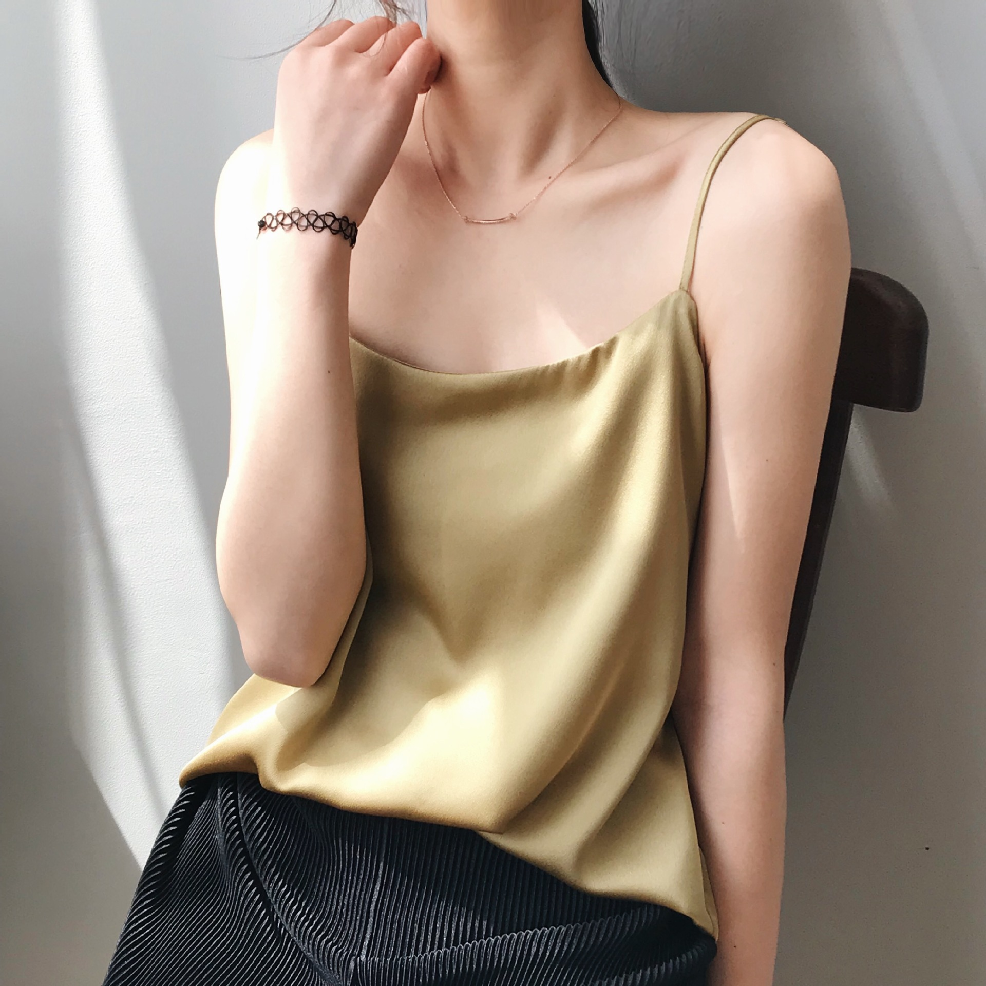 Solid color small suspender vest for women to wear outside suit with bottom inside simple silk satin sleeveless silk French top
