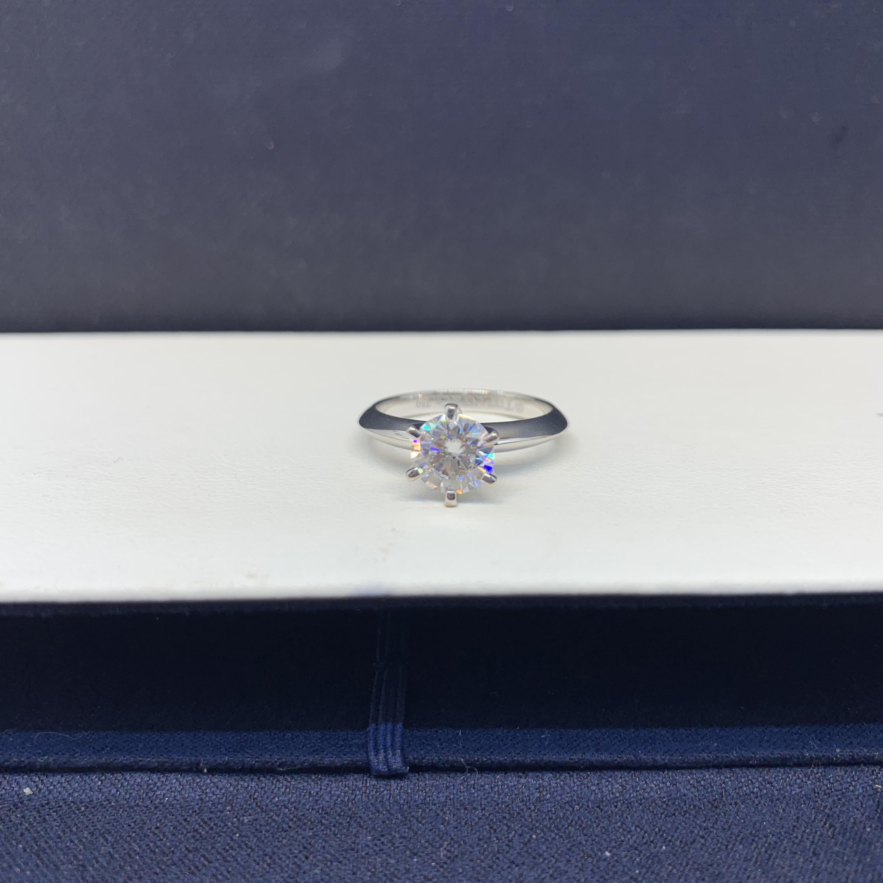One carat D-COLOR mosan diamond ring couple ring proposal 18K platinum Valentines Day gift diamond ring girl