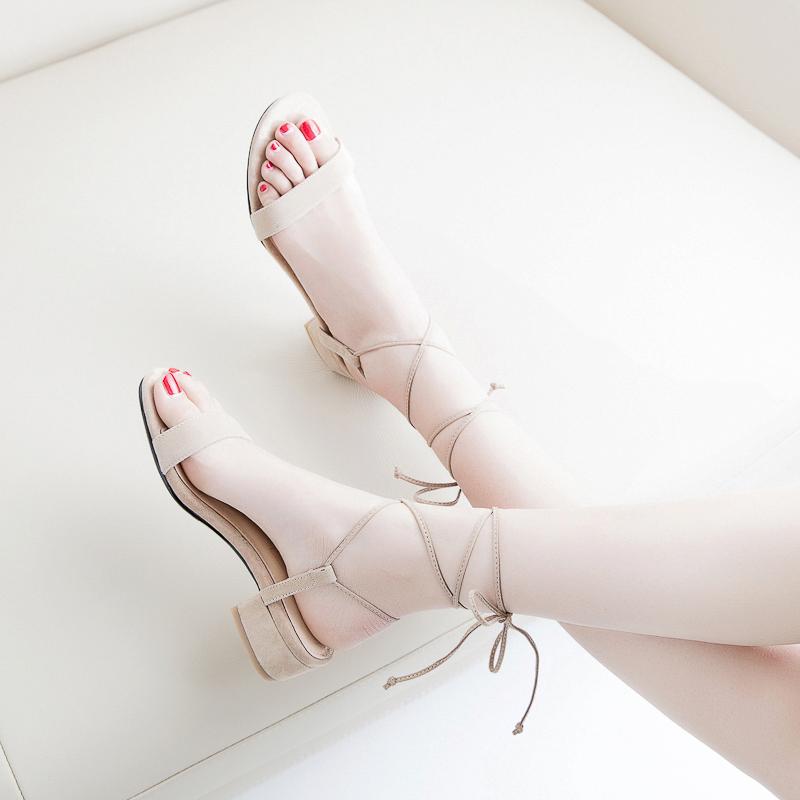 网红绑带凉鞋女仙女风中跟一字扣带2019新款夏季女鞋罗马平底大码