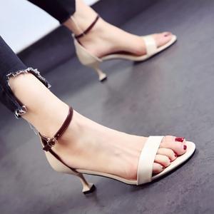 矮跟露趾细跟中高跟鞋一字扣凉鞋女鞋子31 32 33 40 41 42 43小码