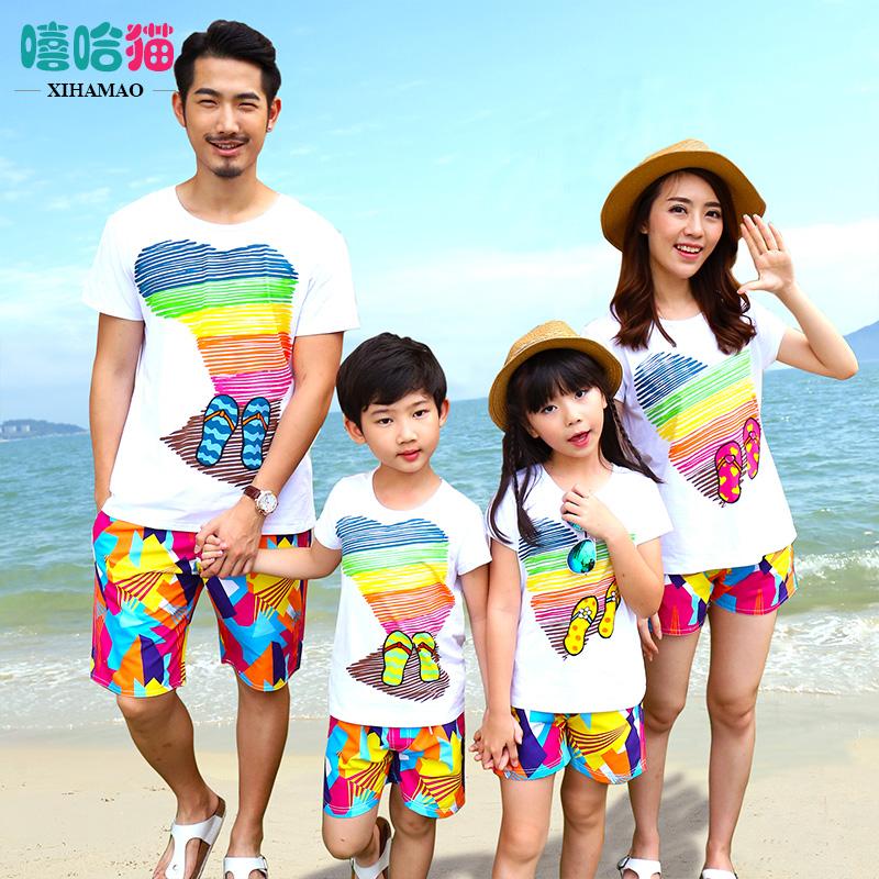 沙灘一家三口度假母子母女裝
